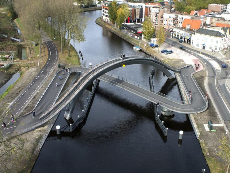 10 ciudades que adoptan la bicicleta en su planificación urbana, Melkwegbrug / NEXT Architects. Image © NEXT Architects