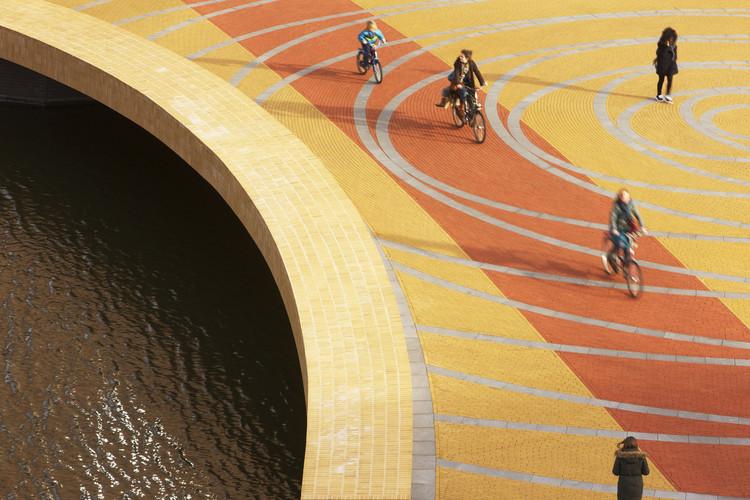 Lex van Delden Bridge / Dok Architecten. Image © Arjen Schmitz