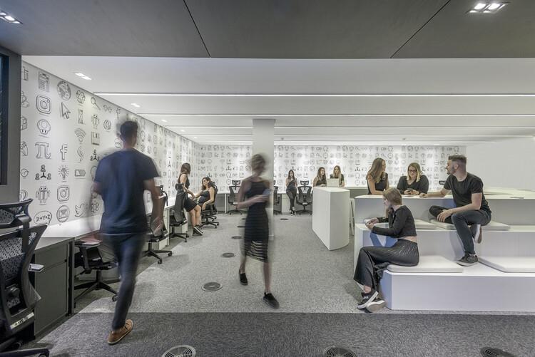 Qual a diferença entre decorador, designer de interiores e arquiteto?, Senior Labs / Studio Alencar. Foto: © Alexandre Zelinski