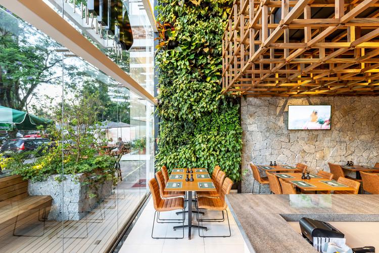 Restaurant FITFISH / Studio Bloco Arquitetura.  © Marcelo Donadussi