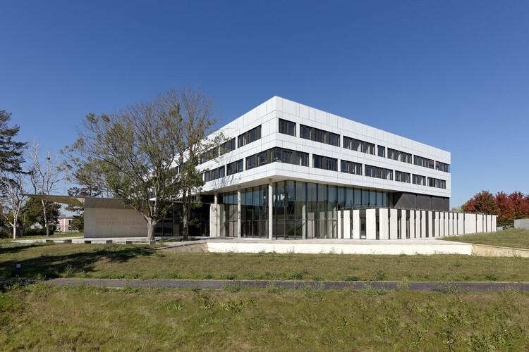 Campus CEA Paris-Saclay Neuroscience Institute / Dietmar Feichtinger Architectes, © David Boureau