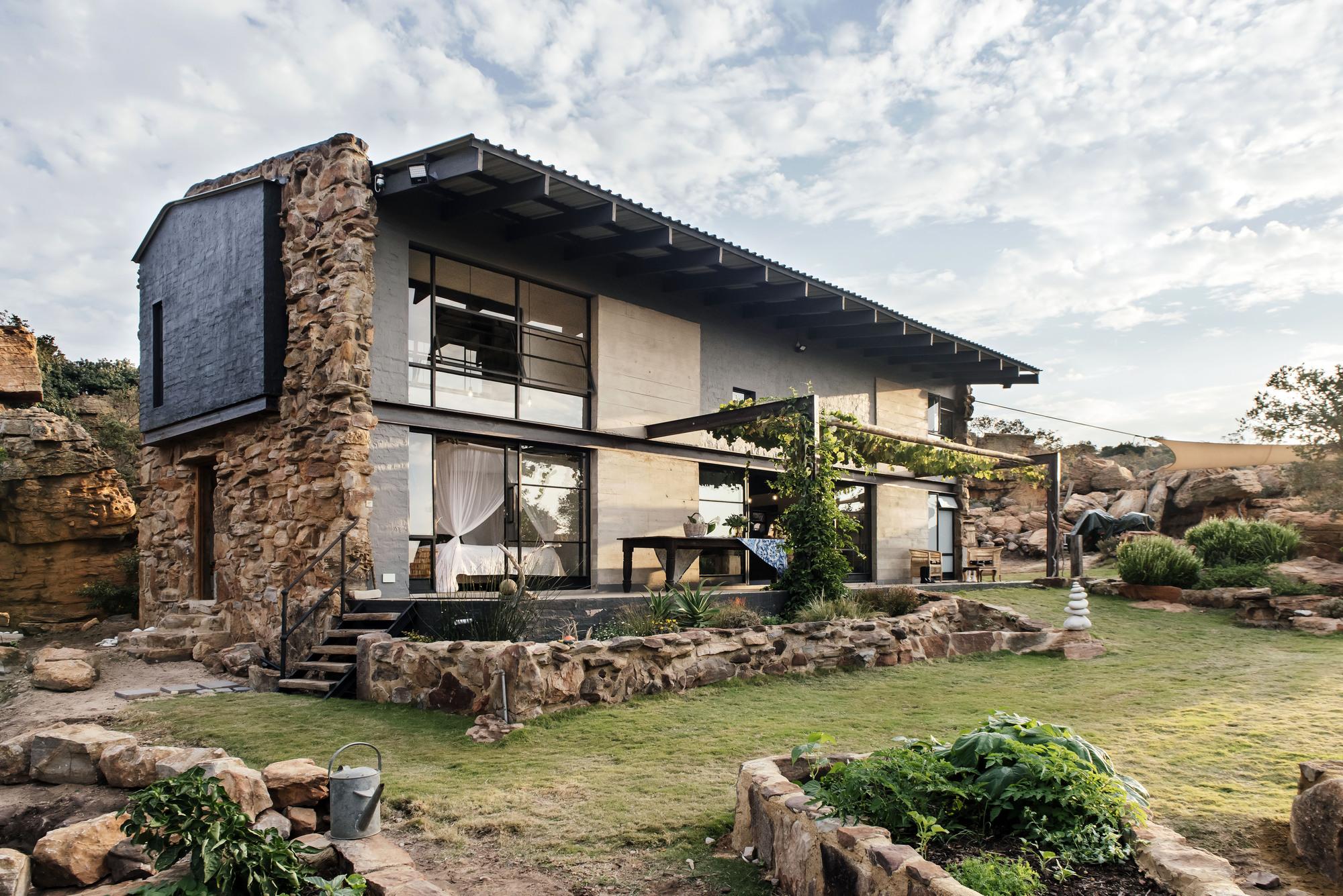 Cottage Rock / Nadine Engelbrecht Architect