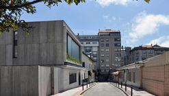 Housing in Casas Baratas Neighborhood / Óscar Pedrós arquitecto
