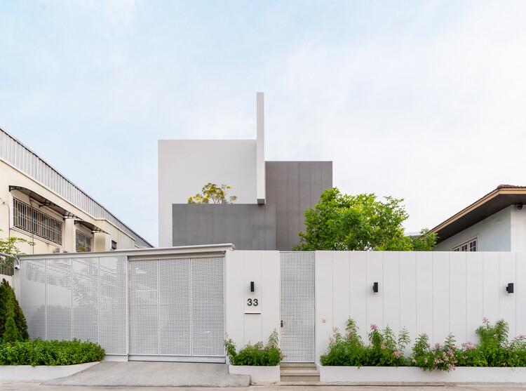 Mit Chit House / Looklen Architects, © Varp Studio
