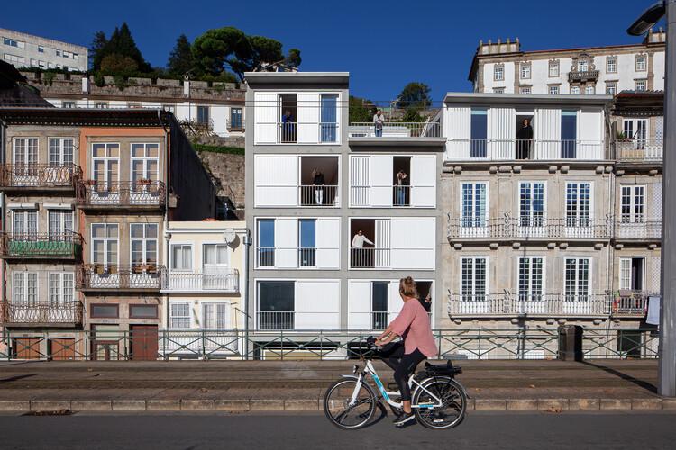 Complexo de Habitação em Miragaia / Menos é Mais Arquitectos, © José Campos