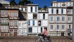 Complexo de Habitação em Miragaia / Menos é Mais Arquitectos