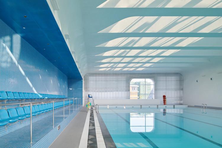 swimming pool. Image © Hao Chen
