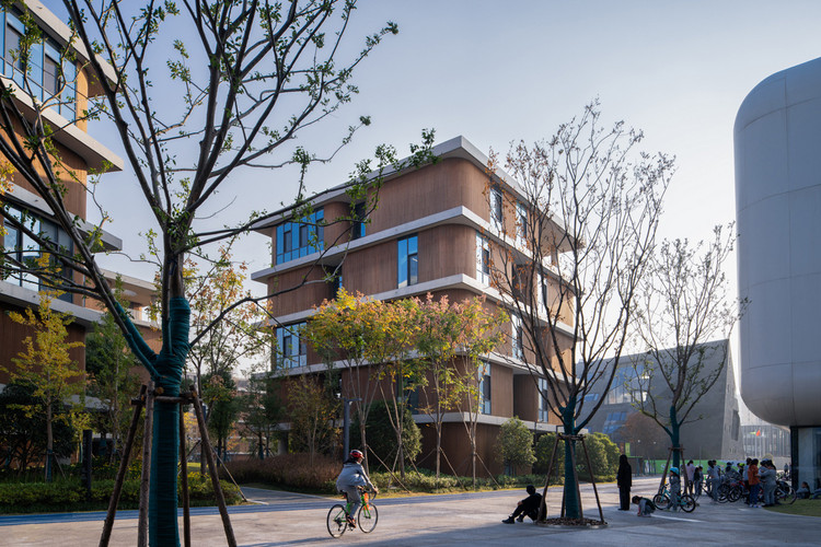 campus running trail. Image © Qingshan Wu