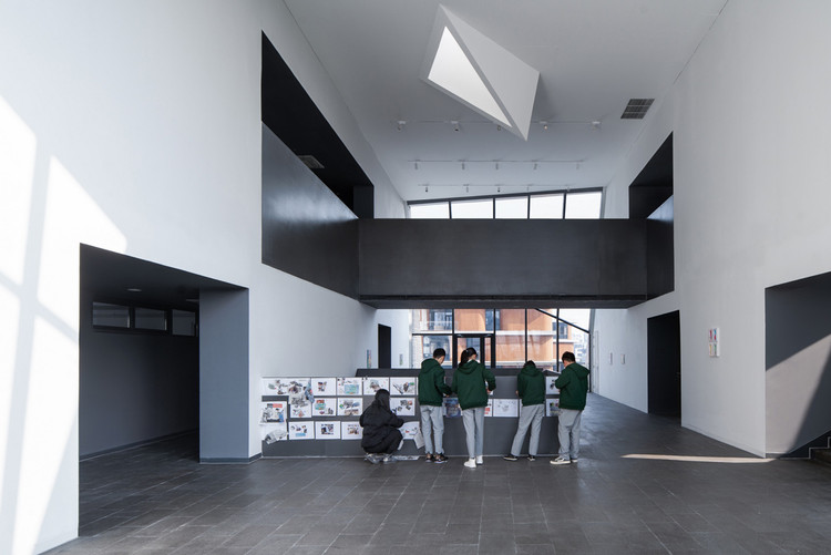 art center atrium. Image © Qingshan Wu