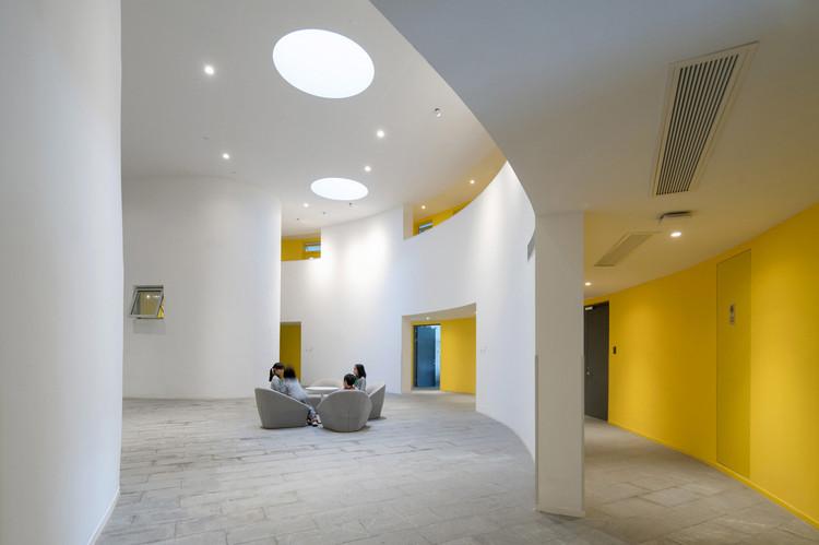 helical dormitory lobby. Image © Qingshan Wu