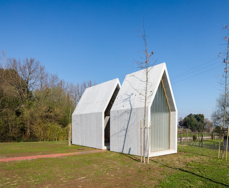Capela dst / Nuno Ferreira Capa | arquitectura e design, © João Morgado