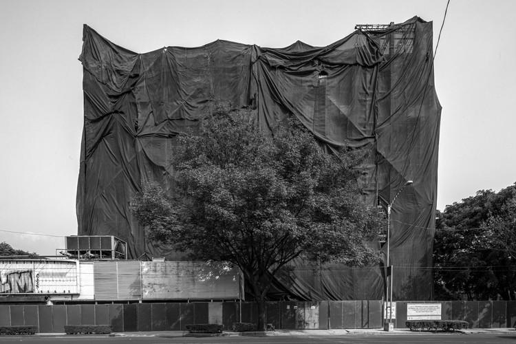 """Onnis Luque presenta """"Undercover"""", un registro visual de la Ciudad de México después del sismo del 19s, © Onnis Luque"""