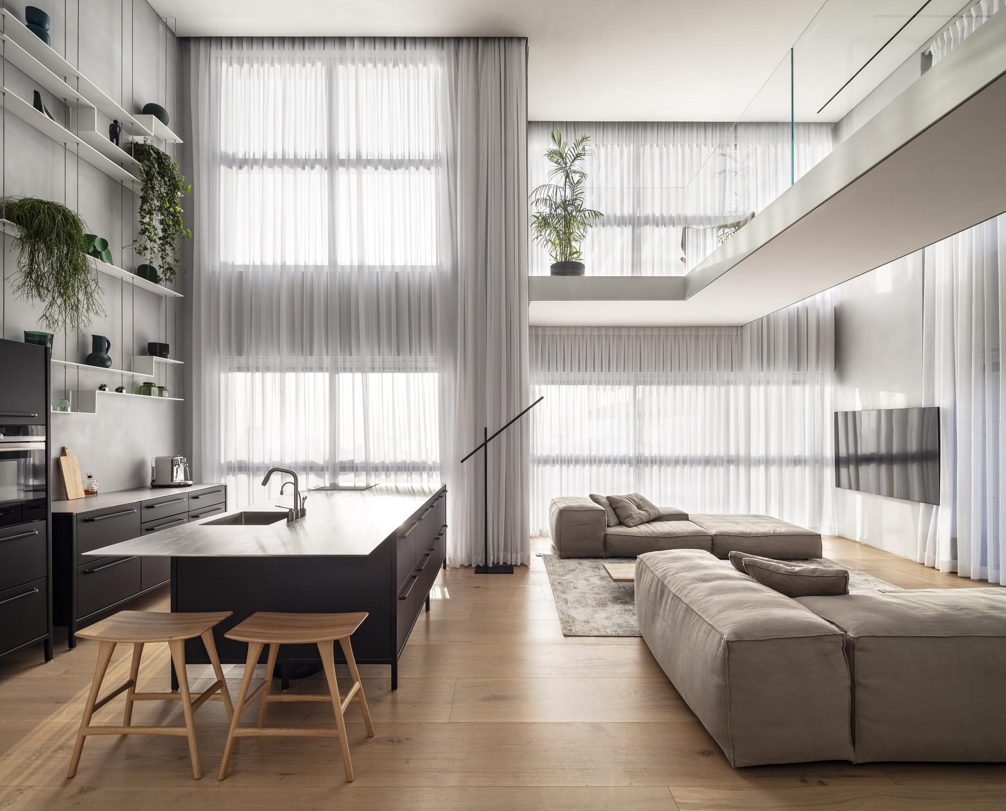 The Glass Blocks Duplex / Tal Goldsmith Fish Design Studio