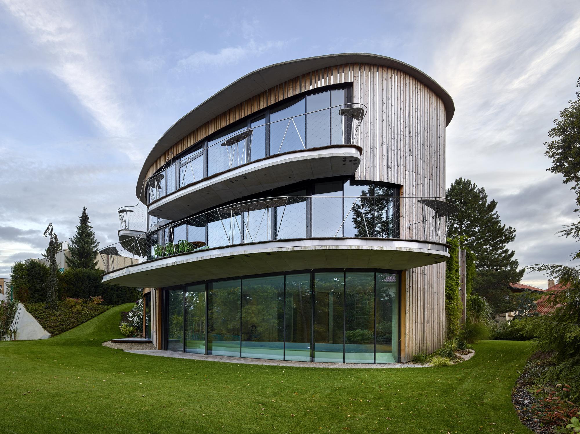 House by the Woods / Stanislav Fiala
