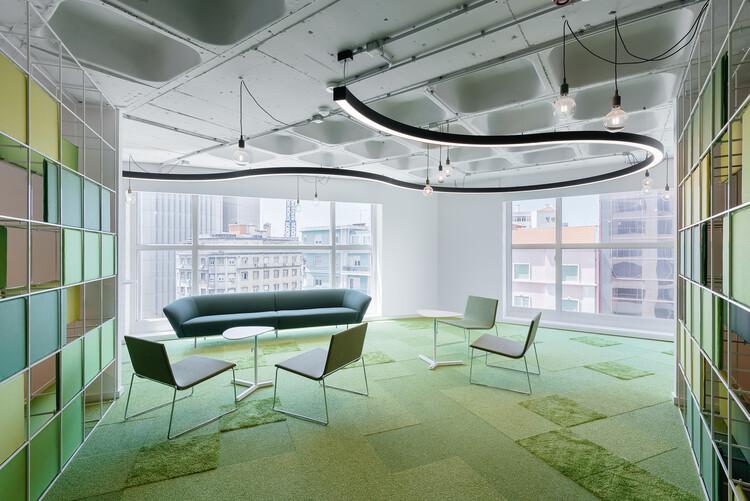 OLX Offices / Pedra Silva Arquitectos. Image © do mal o menos