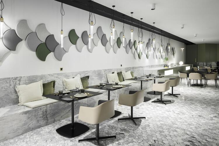 kOi Restaurant / box: arquitectos. Image © Ivo Tavares Studio