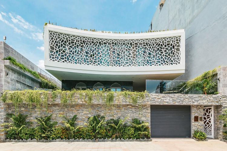 The Coral Villa / HUNI Architectes. Image © Princestudio