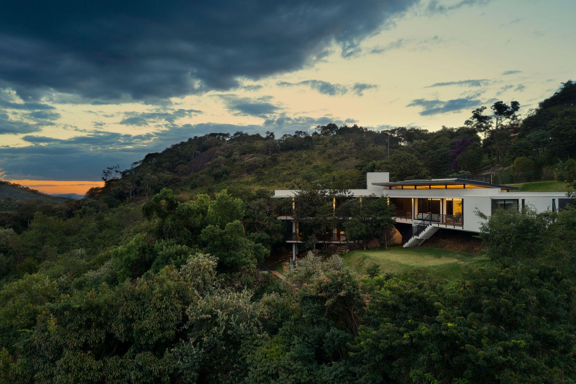 House of Stones / TETRO Arquitetura