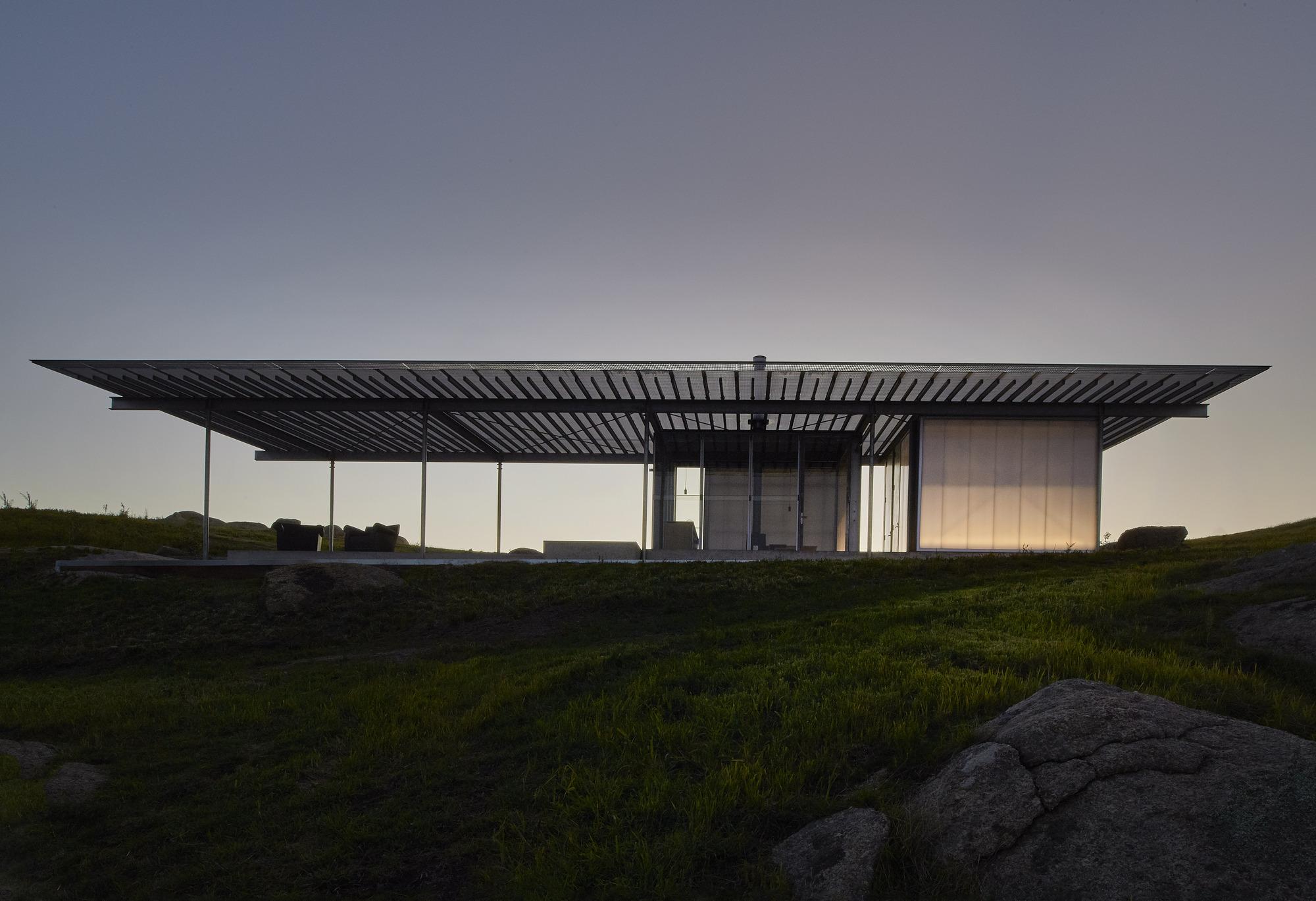 Shack in the Rocks / Sean Godsell Architects