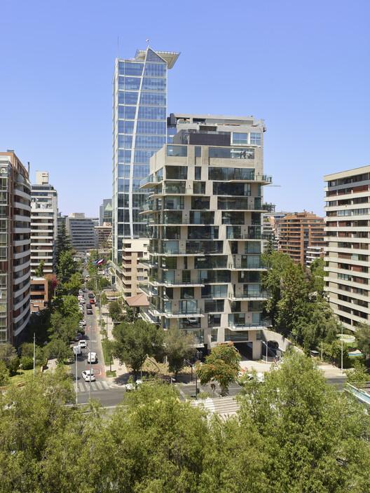 Edificio Riesco Leguia / ValdesHagemann, © Roland Halbe