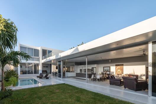 Casa D&N / Garrido Lizarraga Arquitectos