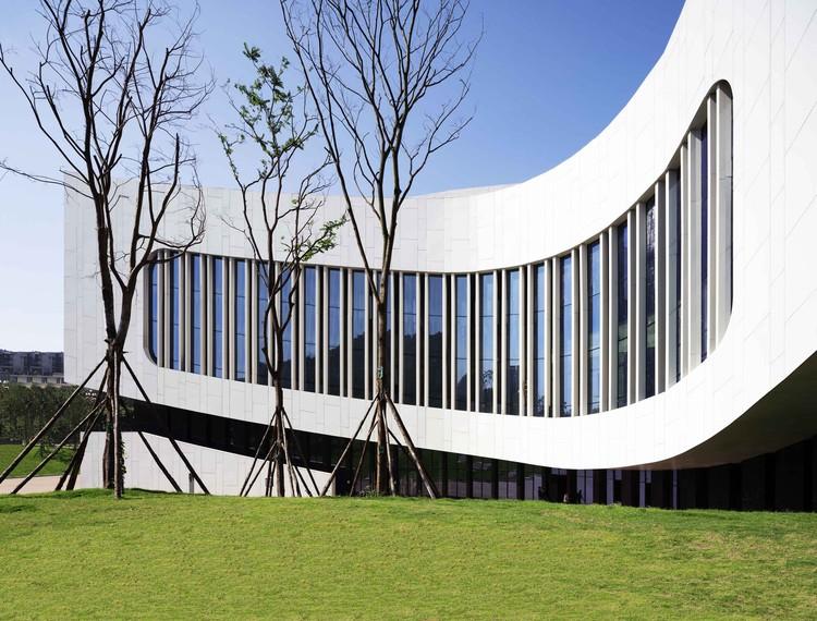 facade. Image © Yuan Ma