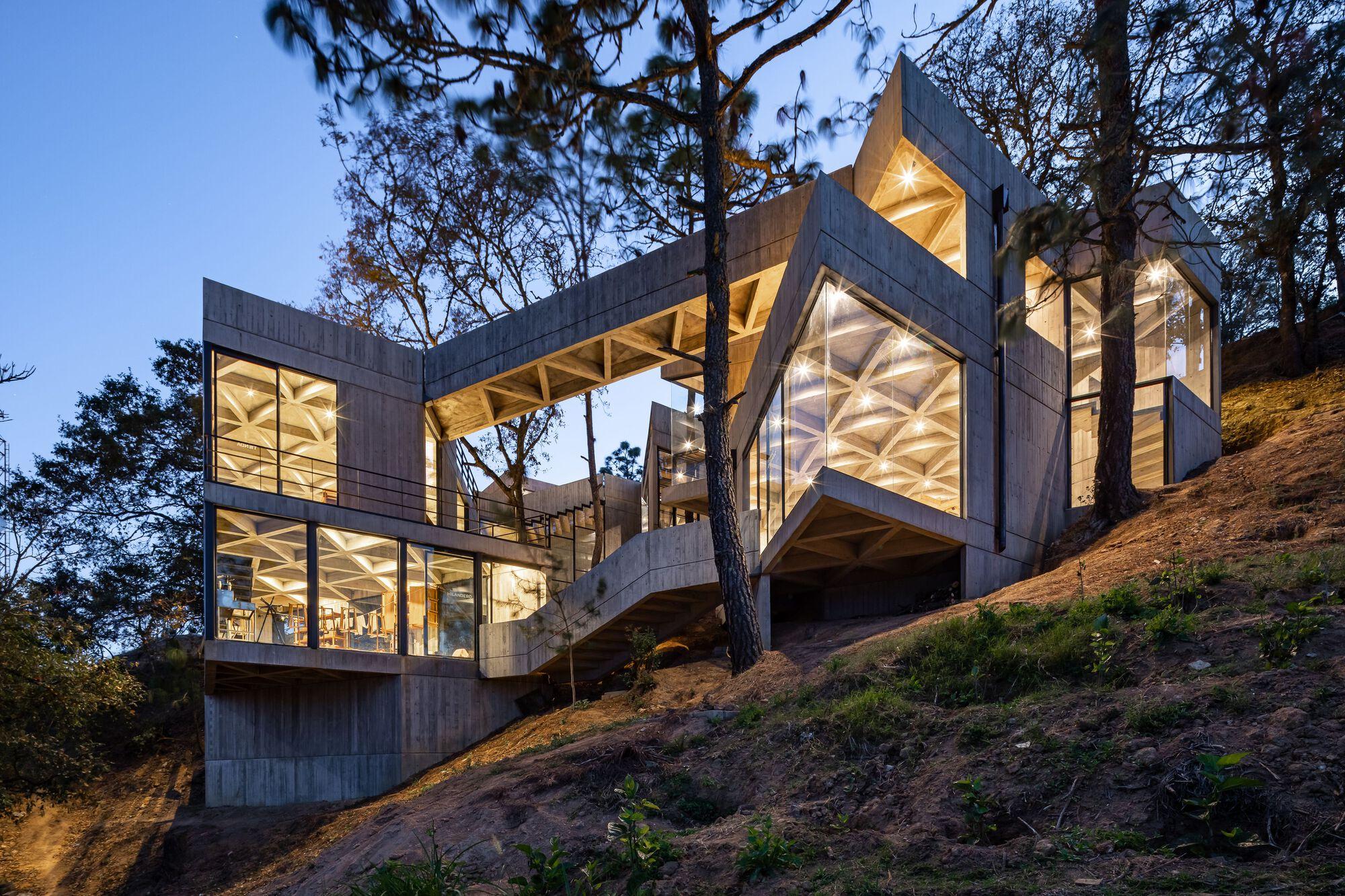 Silkworm Sanctuary / LAMZ Arquitectura