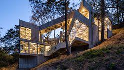Santuário do Bicho-da-Seda / LAMZ Arquitectura