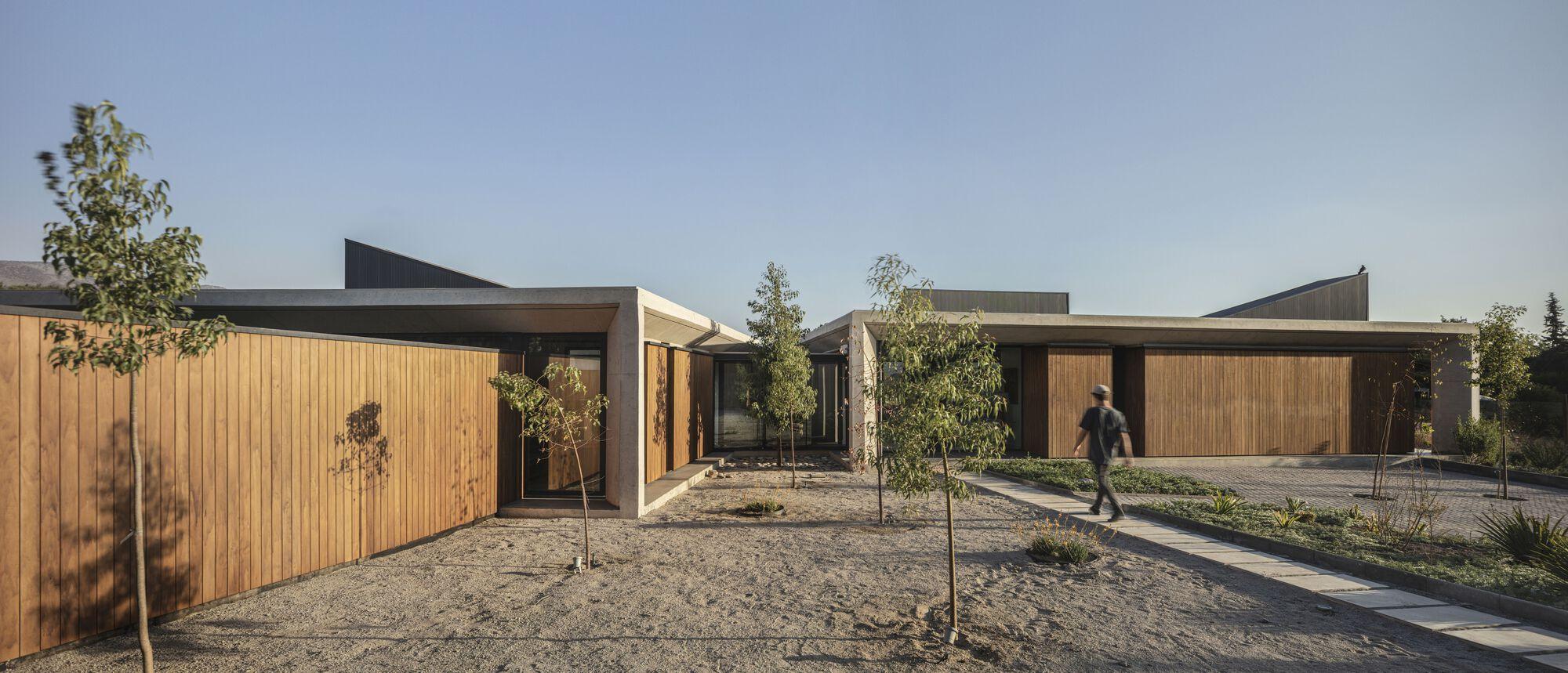 House Altos / Duque Motta & AA