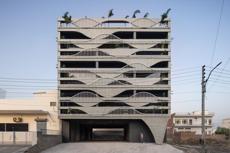 Meltcrete Building / Studio Ardete, © Purnesh Dev Nikhanj