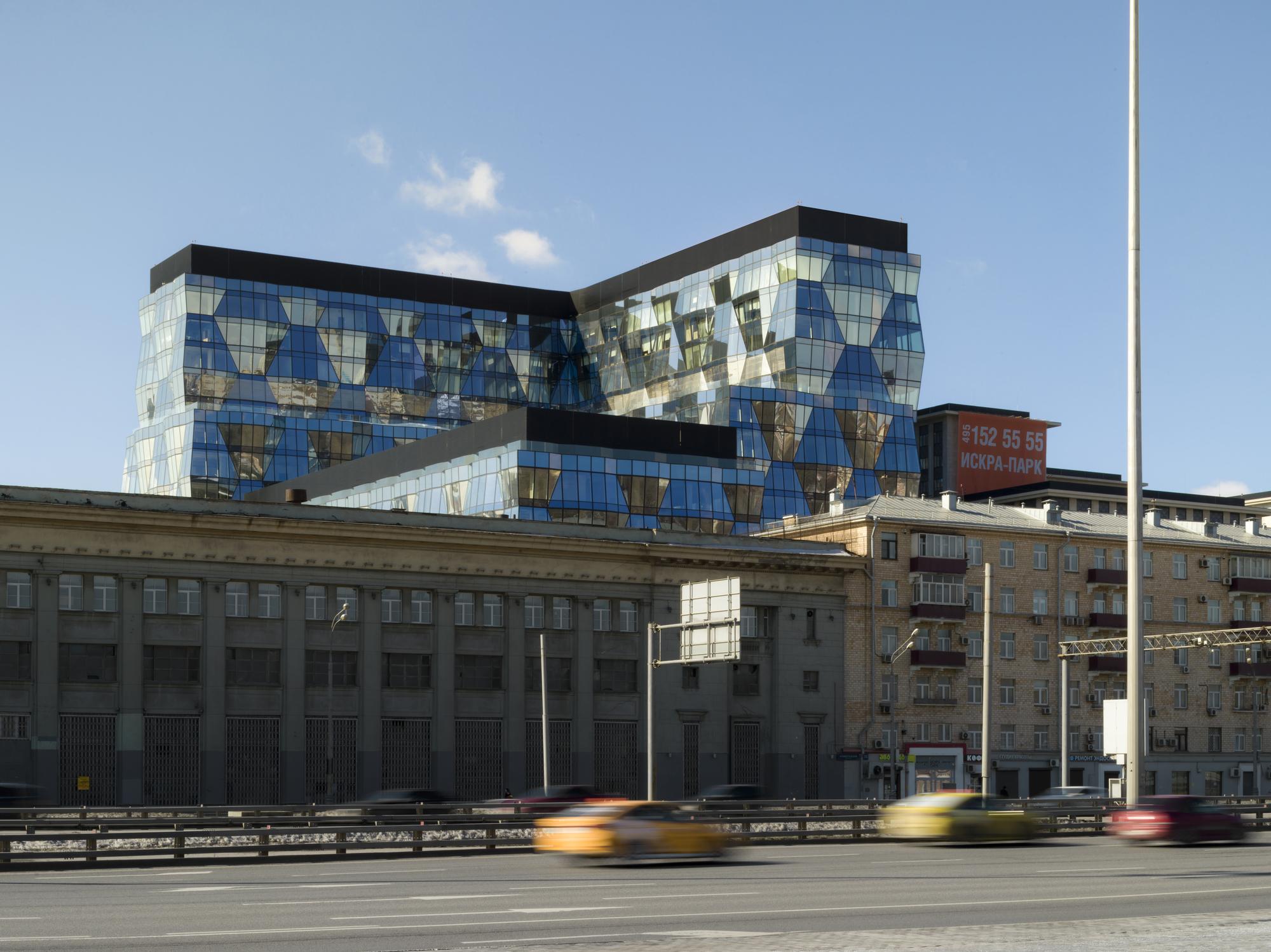 Iskra Park Office Building / SPEECH
