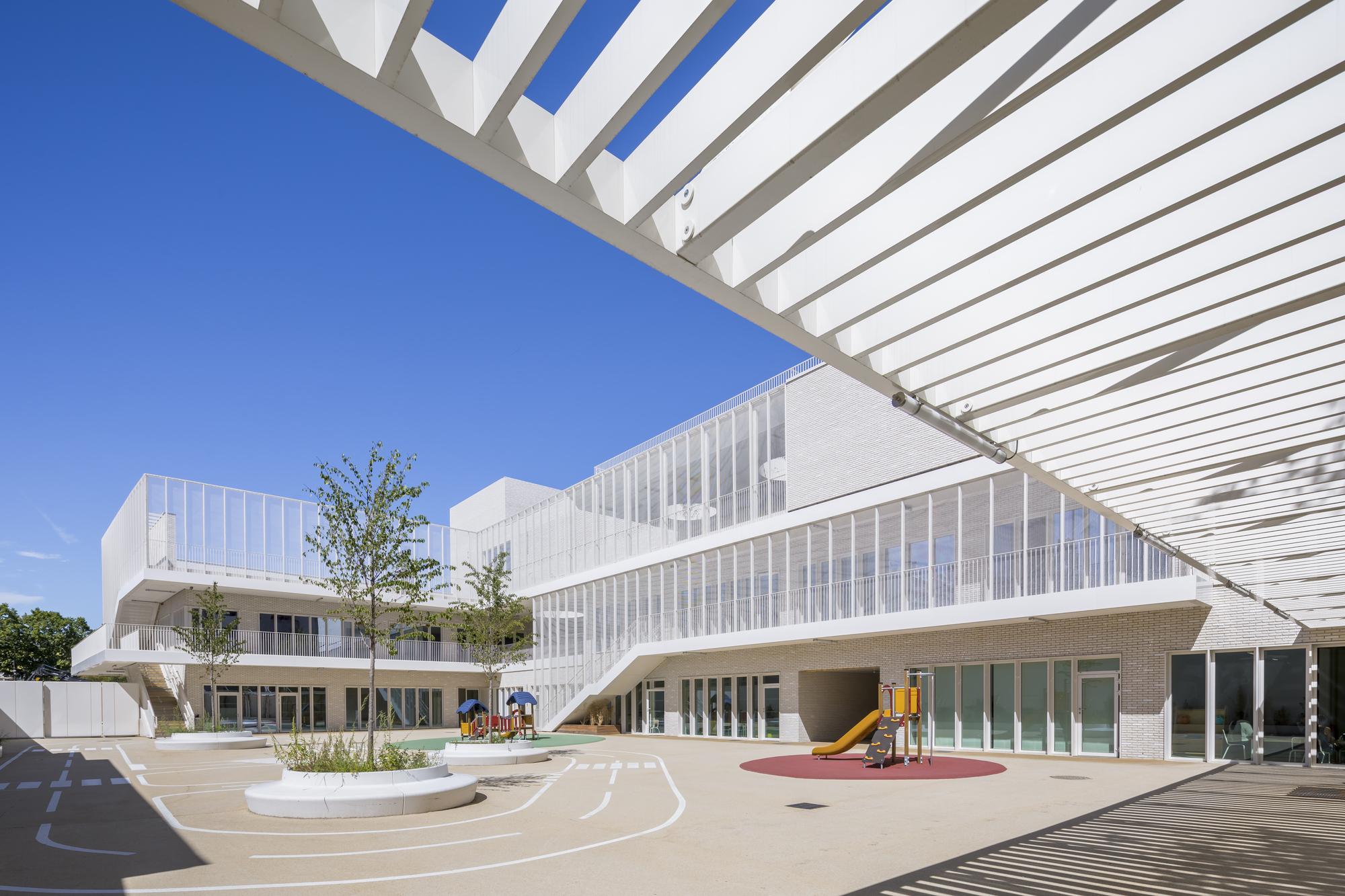 Rosa Parks School Complex / Brénac & Gonzalez & Associés