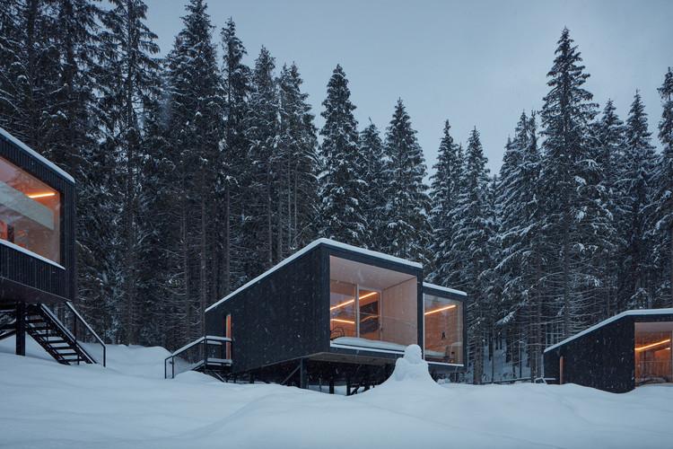 Shelters for Hotel Bjornson / Ark-shelter. Image © BoysPlayNice