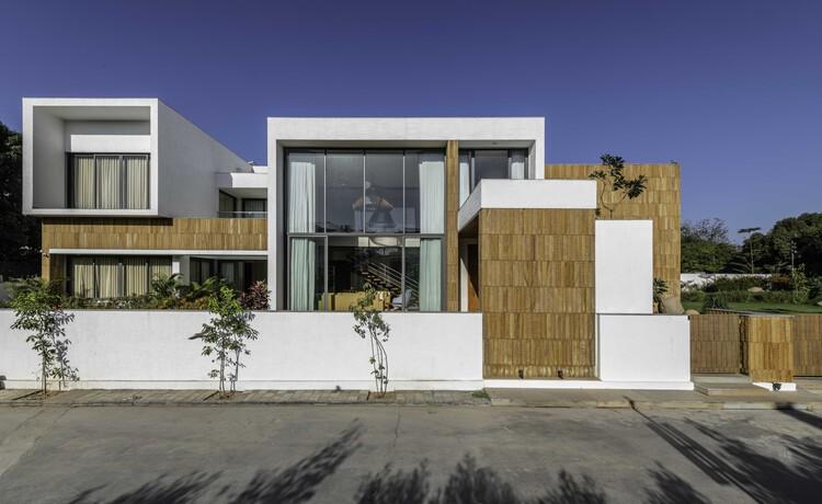 Casa Bianca / The Grid Architects