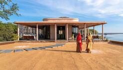 Hotel RAAS Chhatrasagar / Studio Lotus