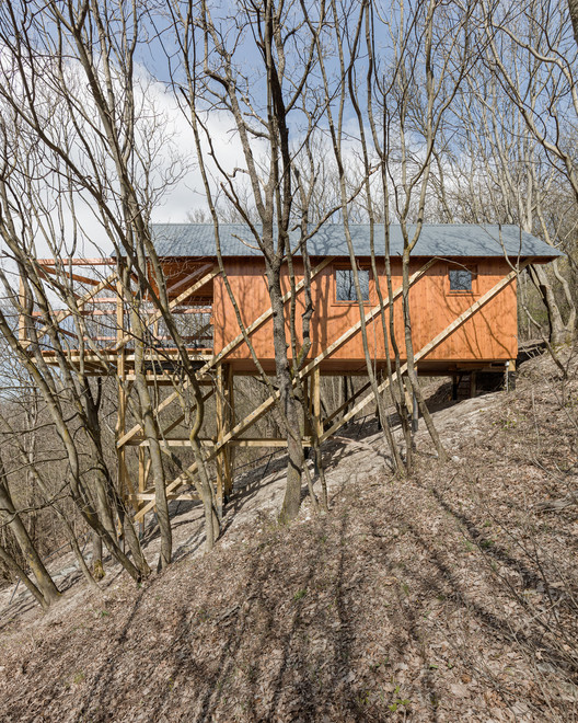 House on 12 Legs / RJZS Architects. Image © Balázs Dany