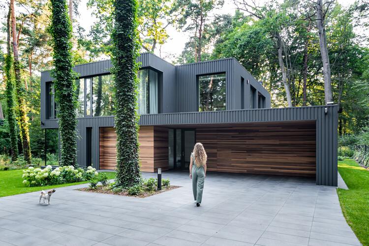 House Blended Into The Forest / Z3Z ARCHITEKCI, © Marcin Mularczyk