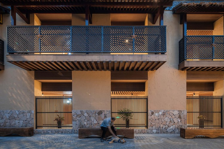veranda of the rural hostel guest room. Image © Timeraw Studio