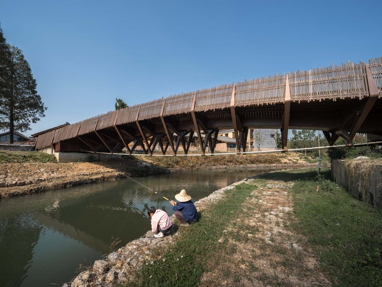 the lower string cable of beam string and villagers' fishing. Image © Timeraw Studio
