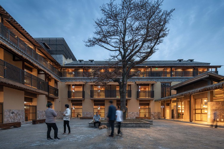 the small square of the hotel is also a place for villagers to get together. Image © Timeraw Studio