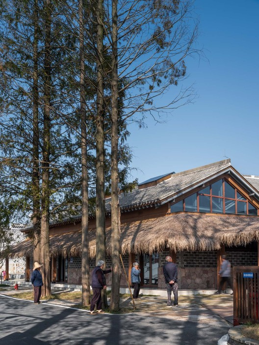 under the metasequoia is still the place for villagers to chat. Image © Timeraw Studio