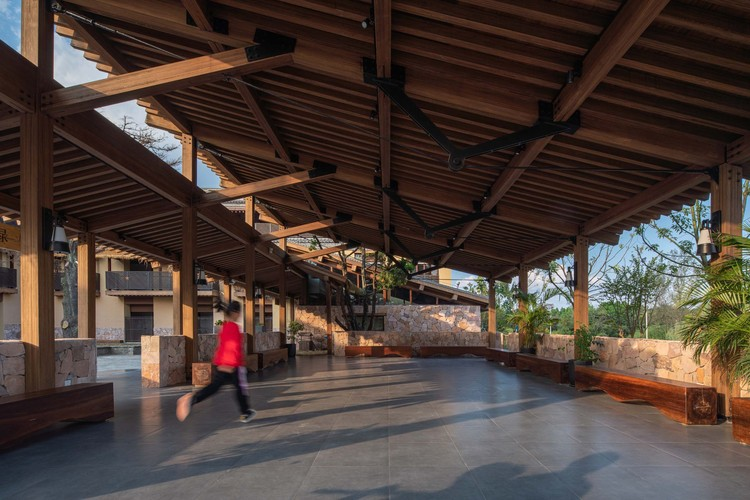 the cable of glued bamboo structure echoes with the cable of beam string. Image © Timeraw Studio