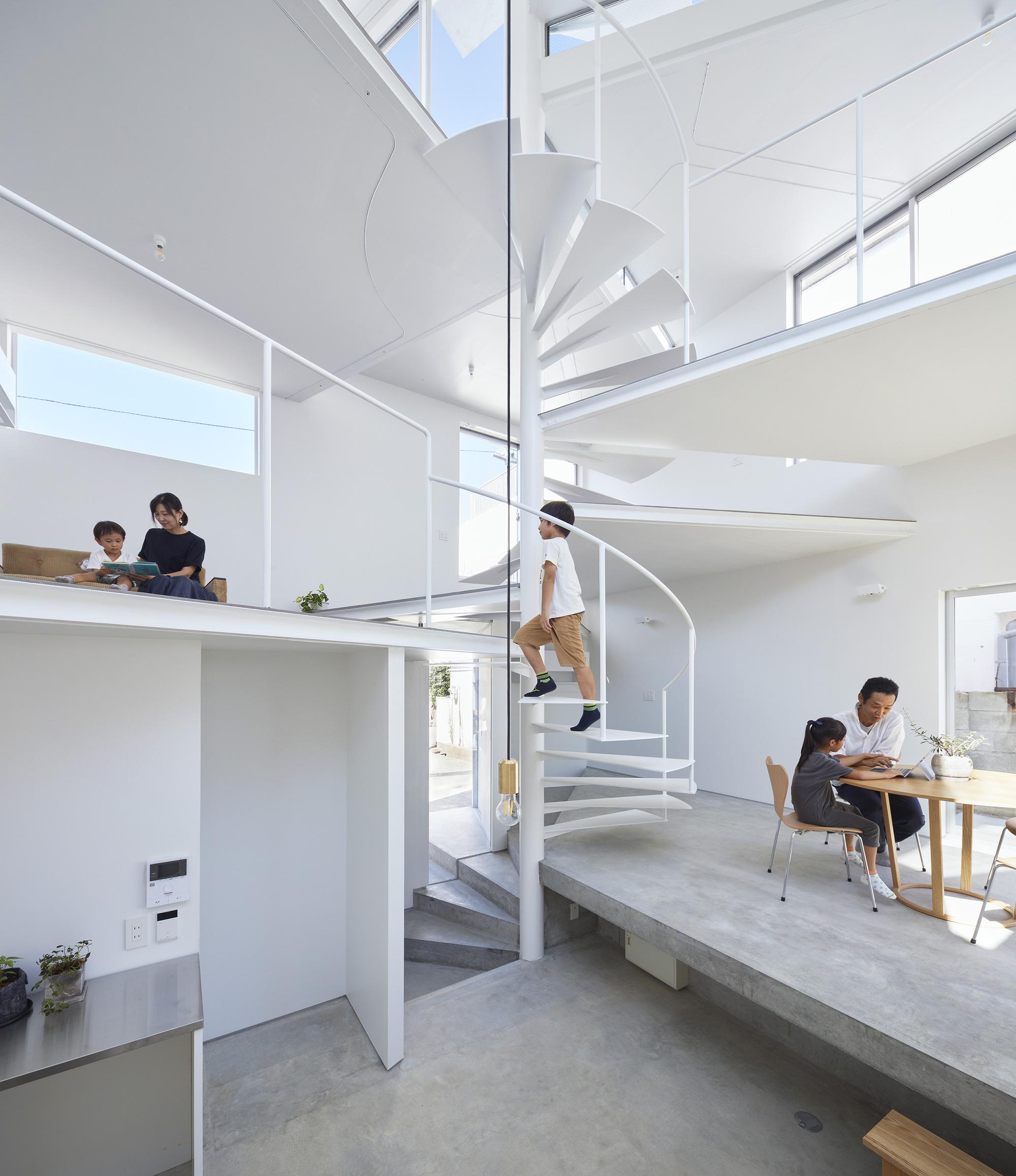 House in Goshikiyama / Tomohiro Hata Architect and Associates