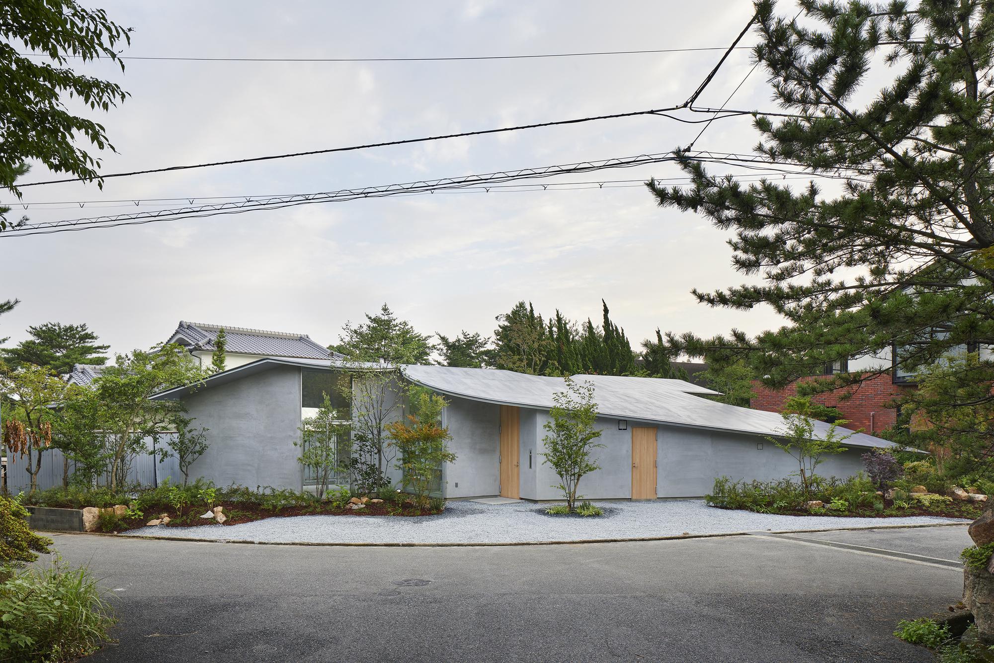 House in Okuike / Tomohiro Hata Architect and Associates