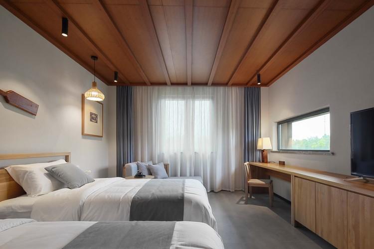 standard room interior. Image © Haihua Wang