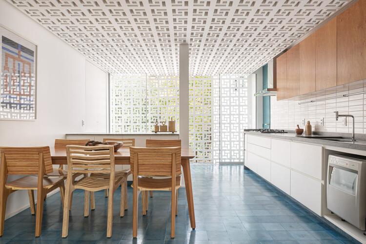 Apartment 112 Sul / CoDA arquitetos. Image © Joana França