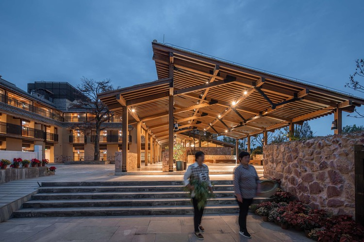 Lixiang Village Public Space / AESEU Architectural Technology and Art studio, night view of shed. Image © Timeraw Studio
