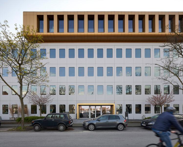 WERFT 16 Office Building / Kresings Architektur, © Nils Koenning