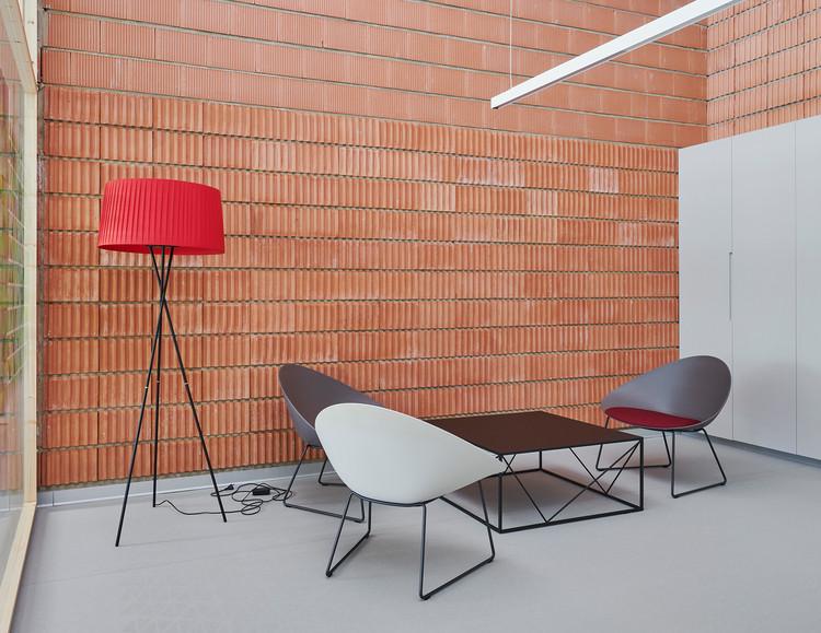 O78! Acondicionamiento de nave industrial para oficinas / David Martínez | Tangram Arquitectura + Diseño. Image © Iñaki Bergera