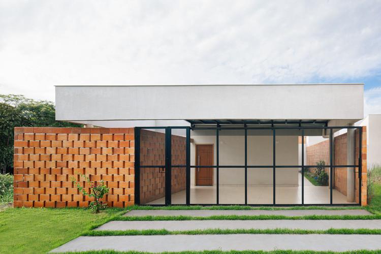 Casa Aparente / Ferri Arquitetura, © Isabela Mayer